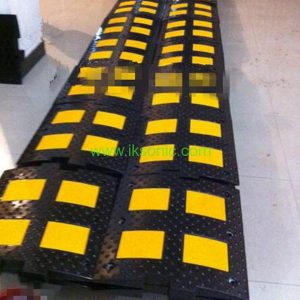 yellow black reflective Rubber Speed Bump Traffic Security China wholesale manufacturer distributor
